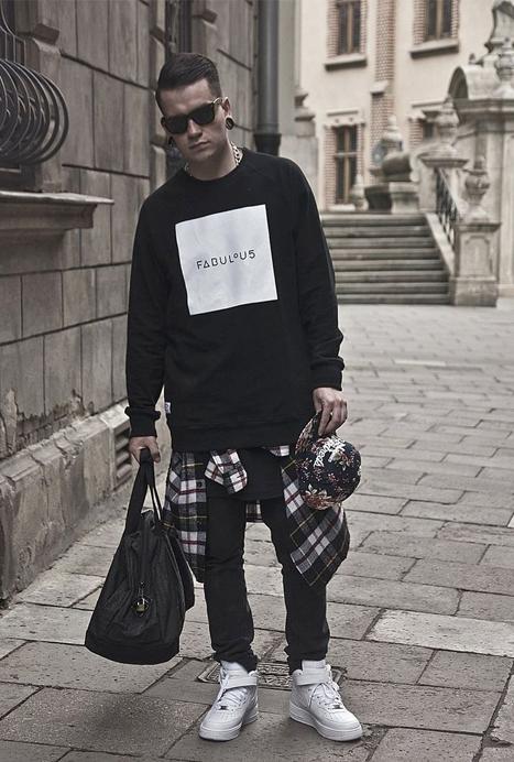 Tendance Hype La Chemise Nouee Autour De La Taille Mode Masculine