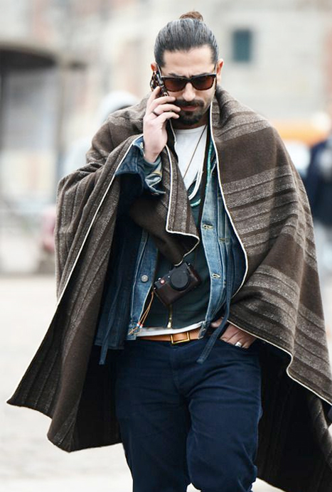 0bd3d6ca2870 Poncho pour Homme, l atout ethno chic de l hiver – Mode masculine