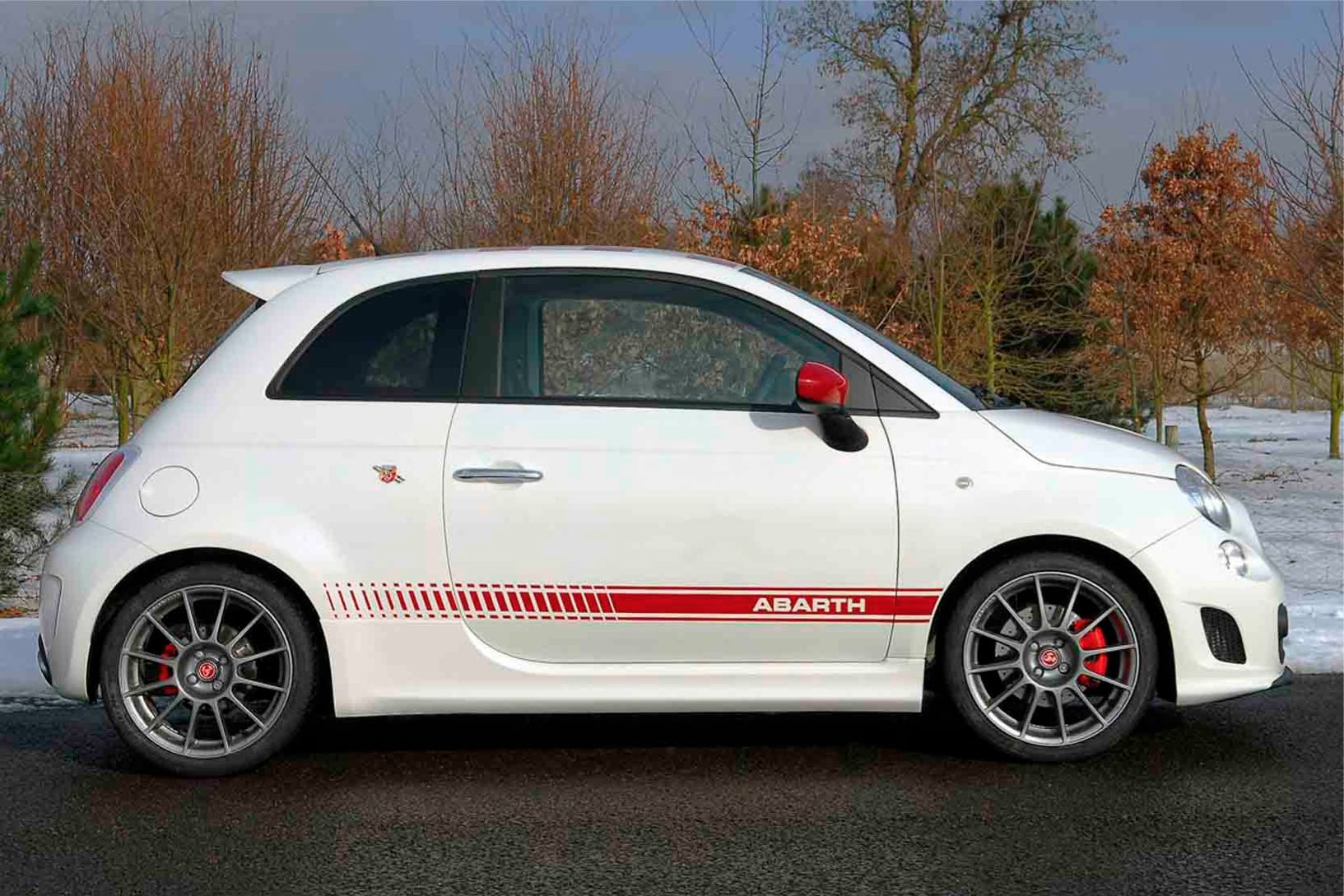 Abarth  500  Abarth   http://www.voiturepourlui.com/images/Abarth//Exterieur/Fiat_500_Abarth_018.jpg