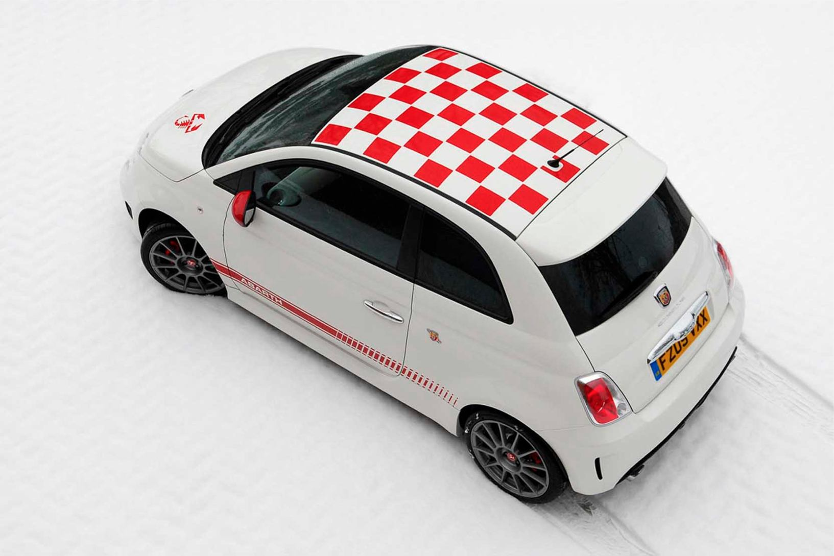 Abarth  500  Abarth   http://www.voiturepourlui.com/images/Abarth//Exterieur/Fiat_500_Abarth_021.jpg