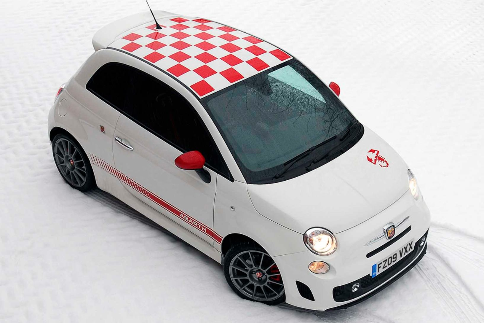 Abarth  500  Abarth   http://www.voiturepourlui.com/images/Abarth//Exterieur/Fiat_500_Abarth_022.jpg