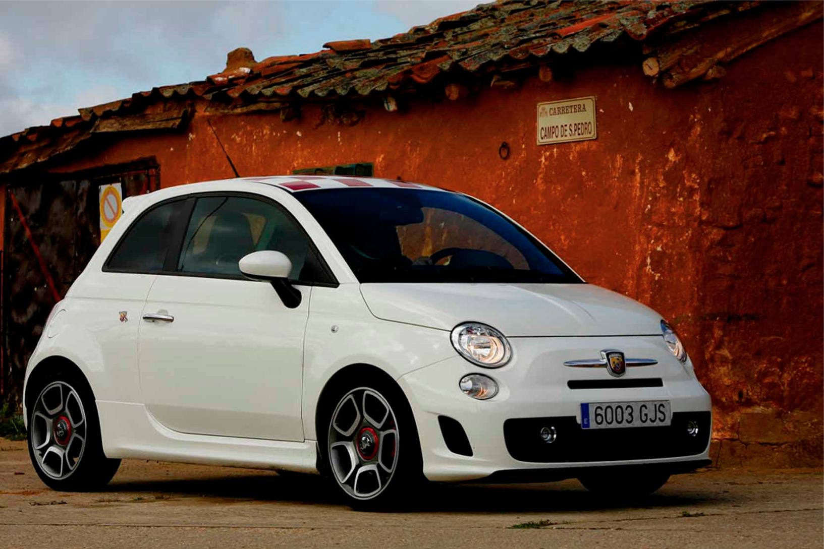 Abarth  500  Abarth   http://www.voiturepourlui.com/images/Abarth//Exterieur/Fiat_500_Abarth_025.jpg