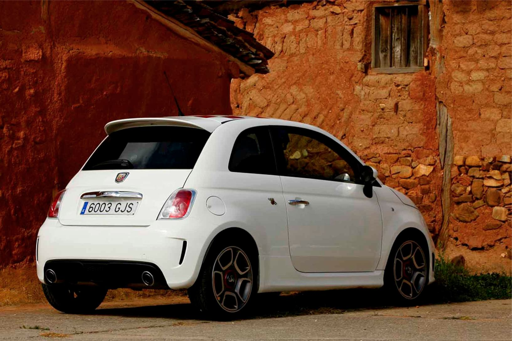 Abarth  500  Abarth   http://www.voiturepourlui.com/images/Abarth//Exterieur/Fiat_500_Abarth_026.jpg