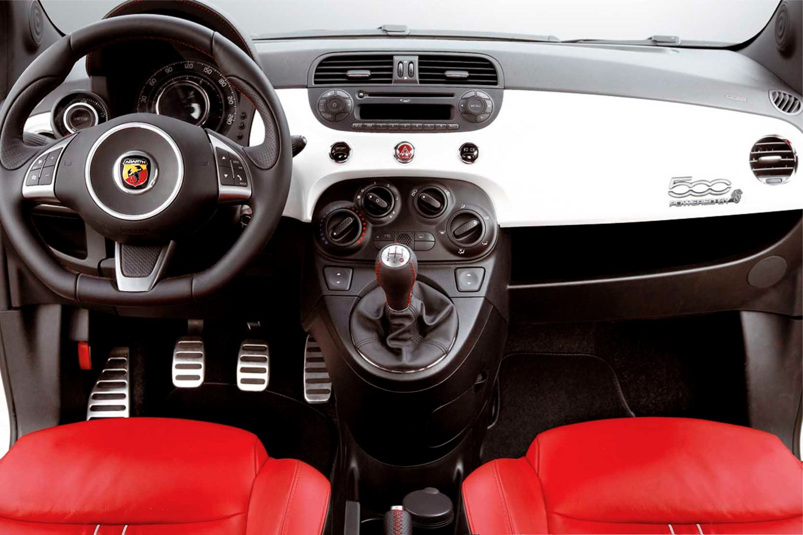 Abarth  500    http://www.voiturepourlui.com/images/Abarth//Interieur/Abarth_500_501.jpg