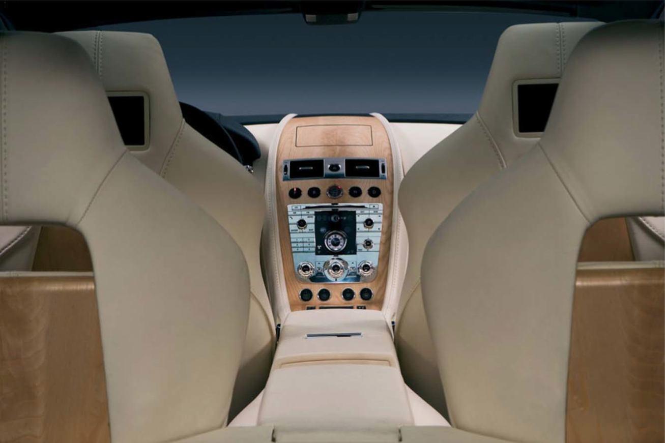 Aston-Martin  RAPIDE    http://www.voiturepourlui.com/images/Aston-Martin//Interieur/Aston_Martin_Rapide_501.jpg