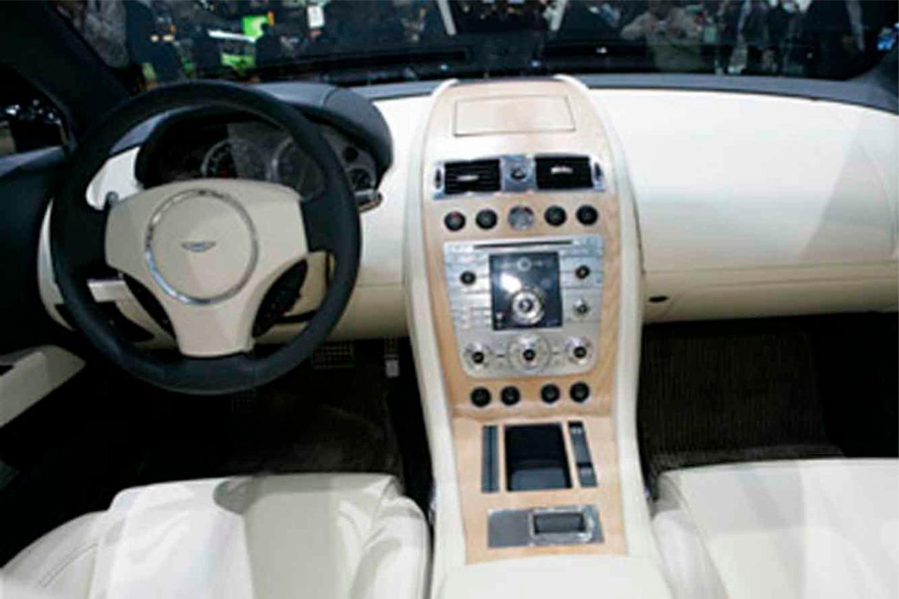 Aston-Martin  RAPIDE    http://www.voiturepourlui.com/images/Aston-Martin//Interieur/Aston_Martin_Rapide_504.jpg