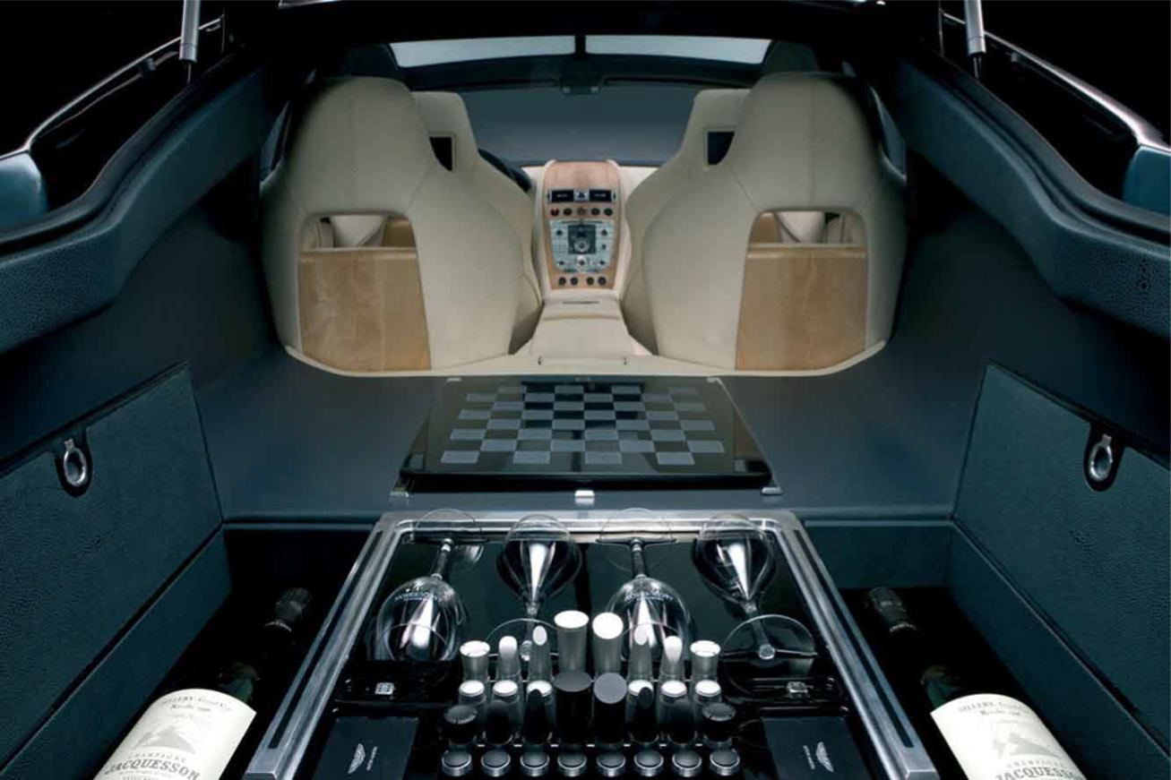 Aston-Martin  RAPIDE    http://www.voiturepourlui.com/images/Aston-Martin//Interieur/Aston_Martin_Rapide_505.jpg