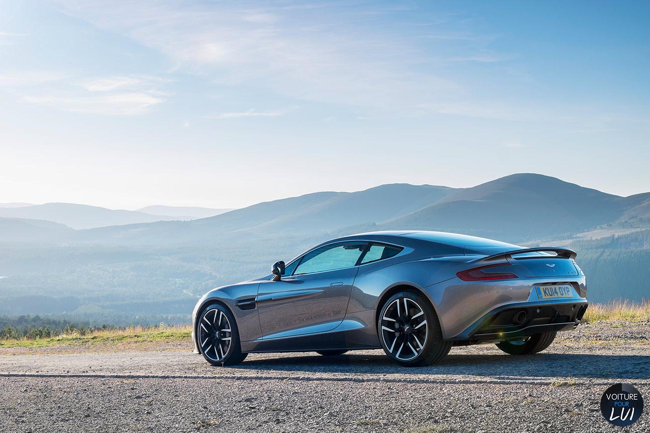Aston-Martin  VANQUISH 2015   Arriere  http://www.voiturepourlui.com/images/Aston-Martin//Exterieur/Aston_Martin_Vanquish_2015_005_arriere.jpg