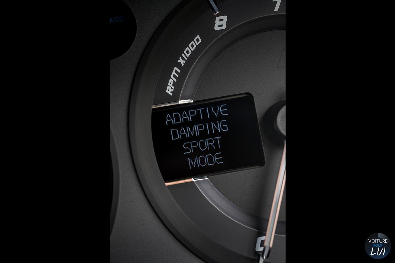 Aston-Martin  VANQUISH 2015   Arriere  http://www.voiturepourlui.com/images/Aston-Martin//Interieur/Aston_Martin_Vanquish_2015_005_interieur.jpg
