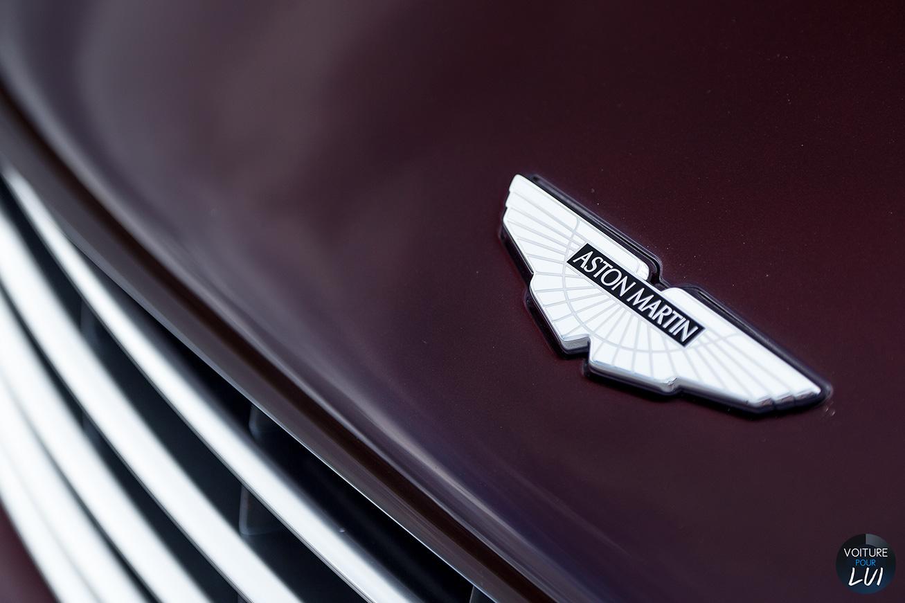 Aston-Martin  VANQUISH VOLANTE 2015   Logo  http://www.voiturepourlui.com/images/Aston-Martin//Exterieur/Aston_Martin_Vanquish_Volante_2015_016_logo.jpg