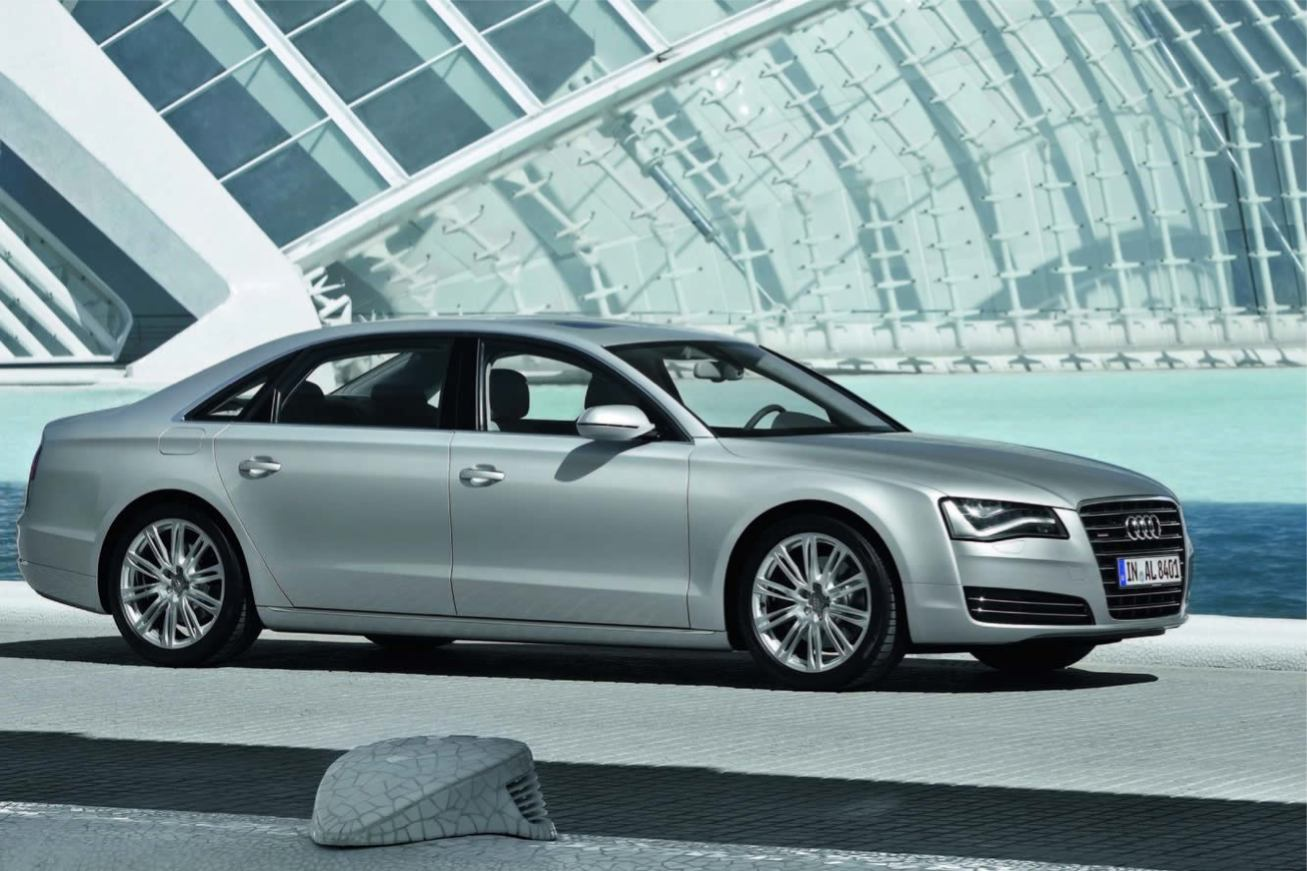 Audi  A8 L 2011    http://www.voiturepourlui.com/images/Audi//Exterieur/Audi_A8_L_2011_012.jpg