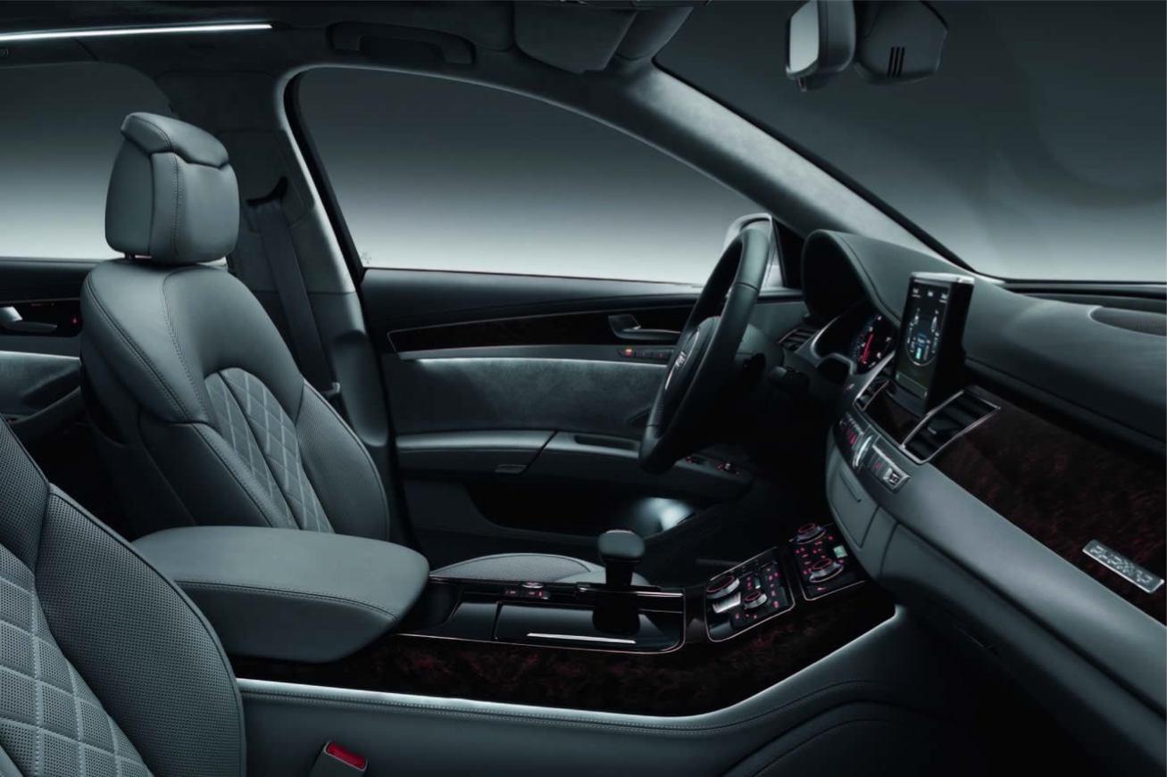 Audi  A8 L 2011    http://www.voiturepourlui.com/images/Audi//Interieur/Audi_A8_L_2011_507.jpg