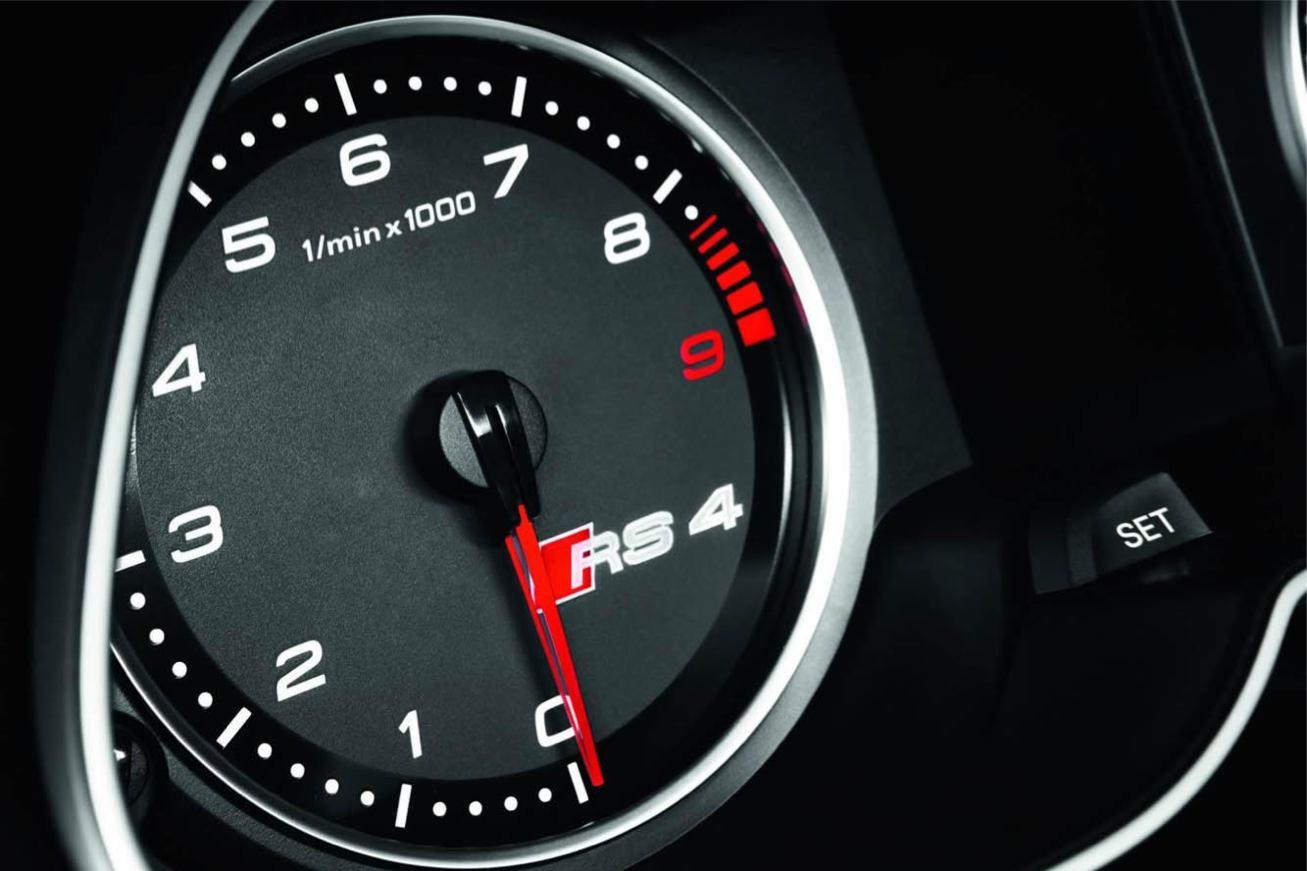 Audi  RS4 AVANT    http://www.voiturepourlui.com/images/Audi//Interieur/Audi_RS4_Avant_506.jpg