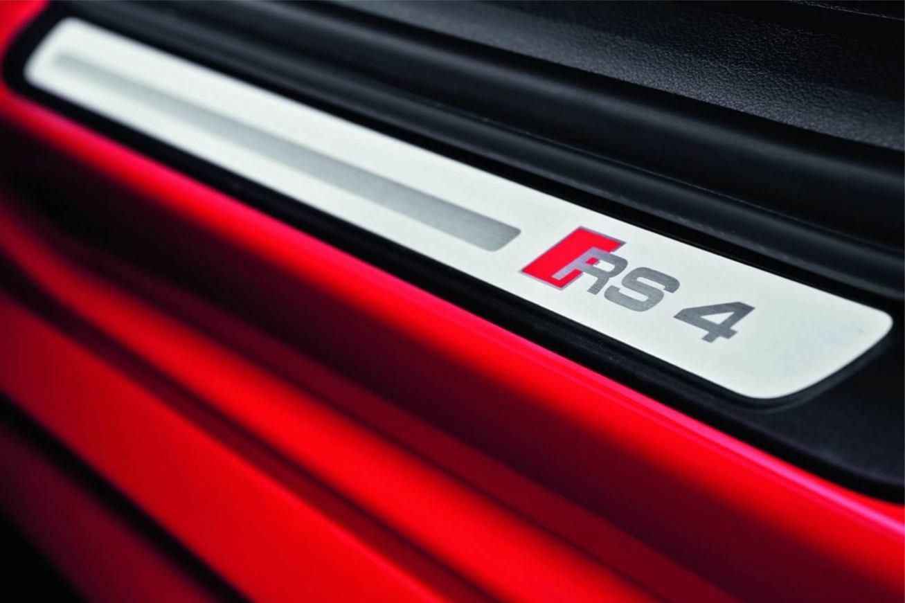 Audi  RS4 AVANT    http://www.voiturepourlui.com/images/Audi//Interieur/Audi_RS4_Avant_507.jpg