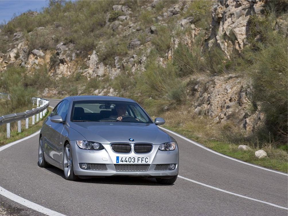 Bmw  SERIE 3 COUPE  http://www.voiturepourlui.com/images/Bmw//Exterieur/Bmw_Serie3_Coupe_052.jpg