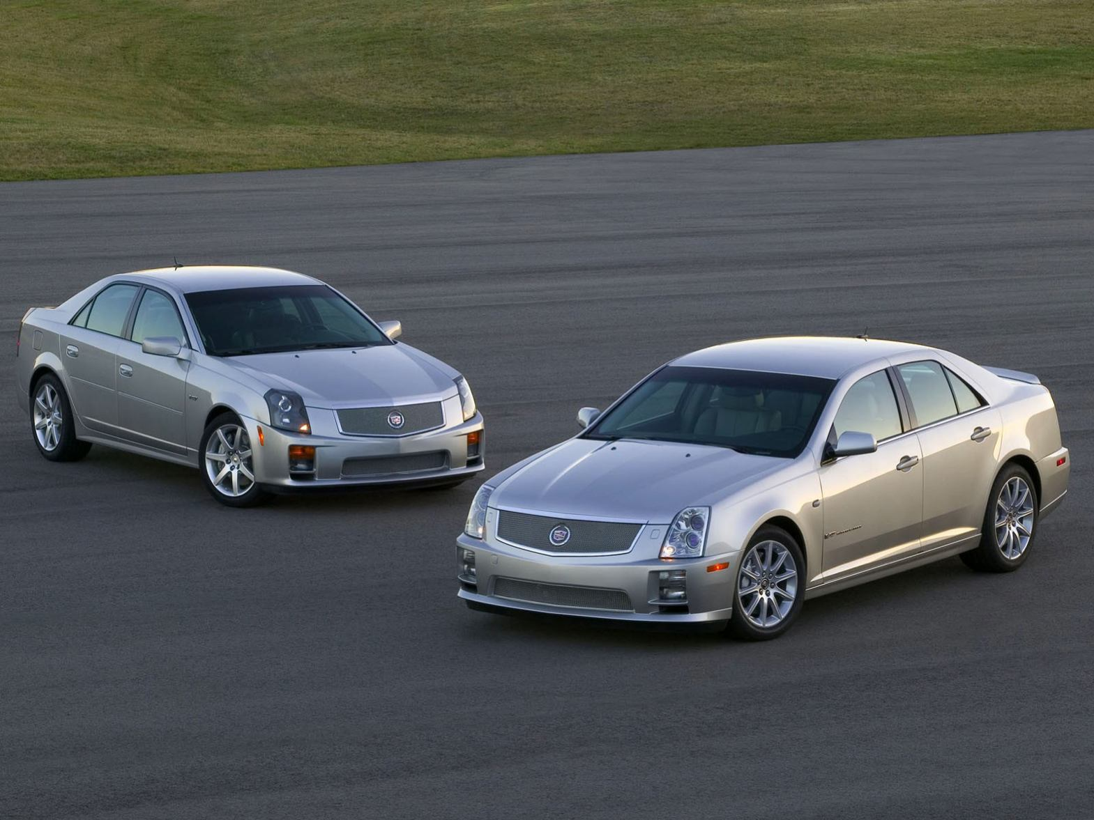 Cadillac  STS    http://www.voiturepourlui.com/images/Cadillac//Exterieur/Cadillac_STS_010.jpg