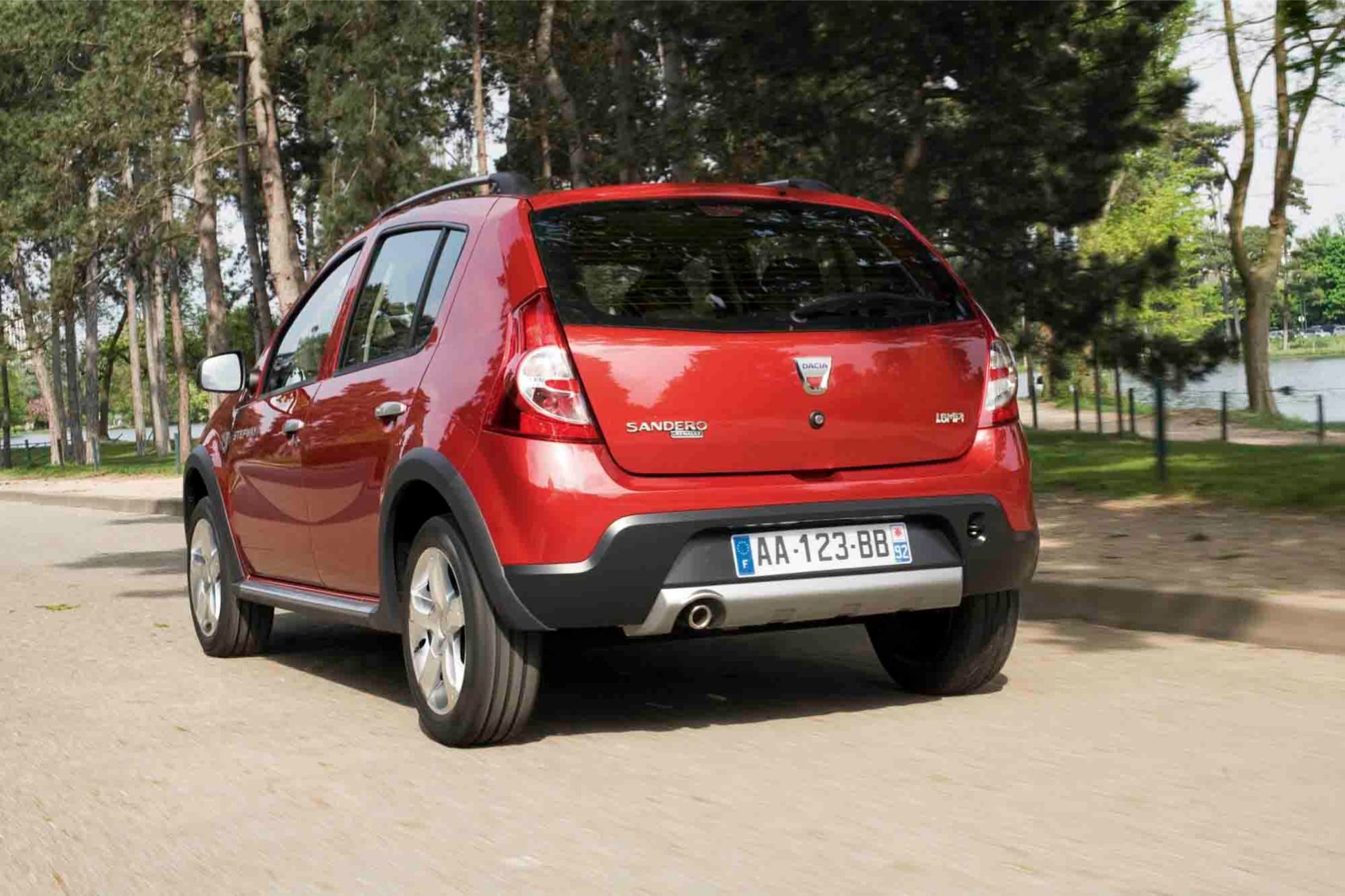 dacia sandero stepway crossover photo. Black Bedroom Furniture Sets. Home Design Ideas