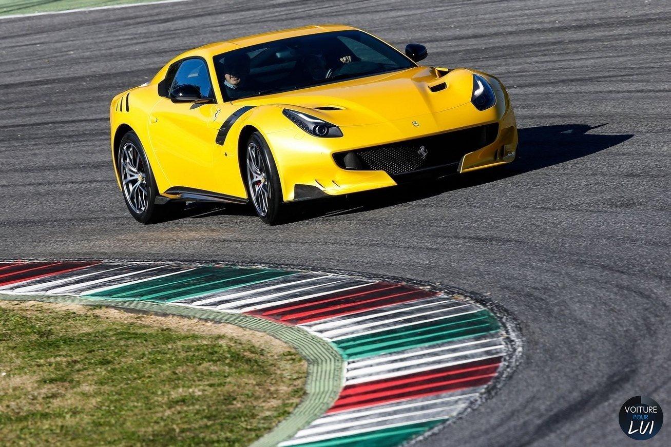 Ferrari  F12 TDF 2016    http://www.voiturepourlui.com/images/Ferrari//Exterieur/Ferrari_F12_tdf_2016_003.jpg