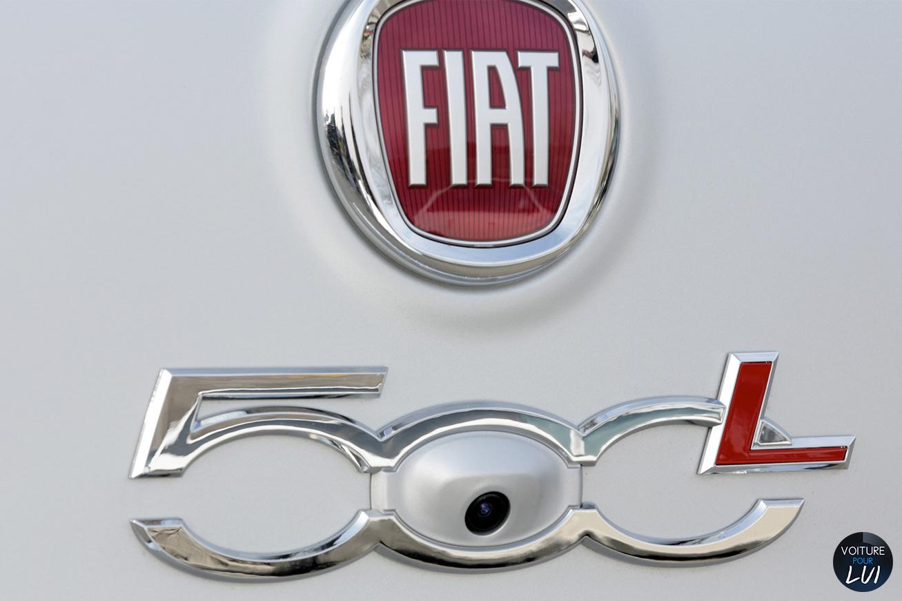 Fiat  500L BEATS EDITION   Camera Recul  http://www.voiturepourlui.com/images/Fiat//Exterieur/Fiat_500L_Beats_Edition_022_camera_recul.jpg