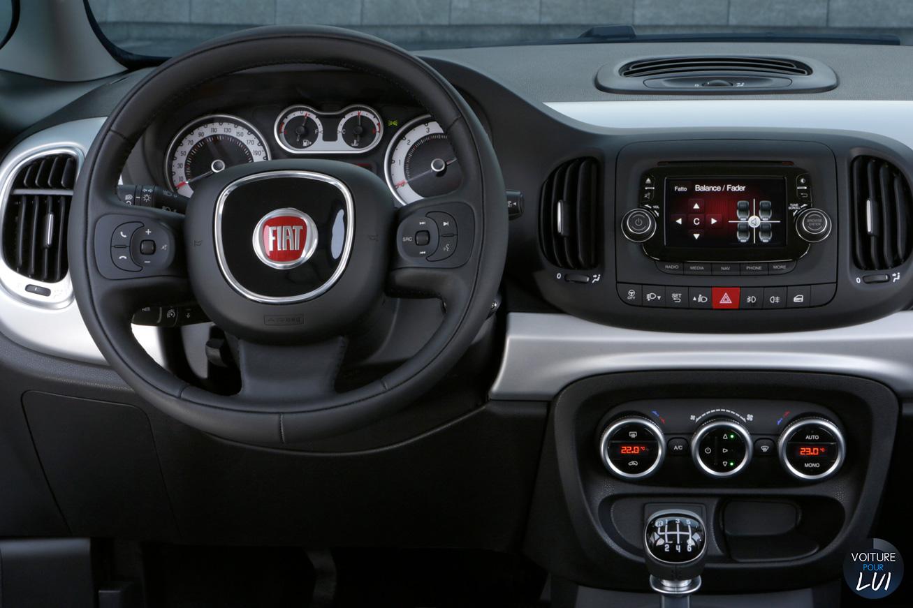 Fiat  500L BEATS EDITION    http://www.voiturepourlui.com/images/Fiat//Interieur/Fiat_500L_Beats_Edition_001.jpg