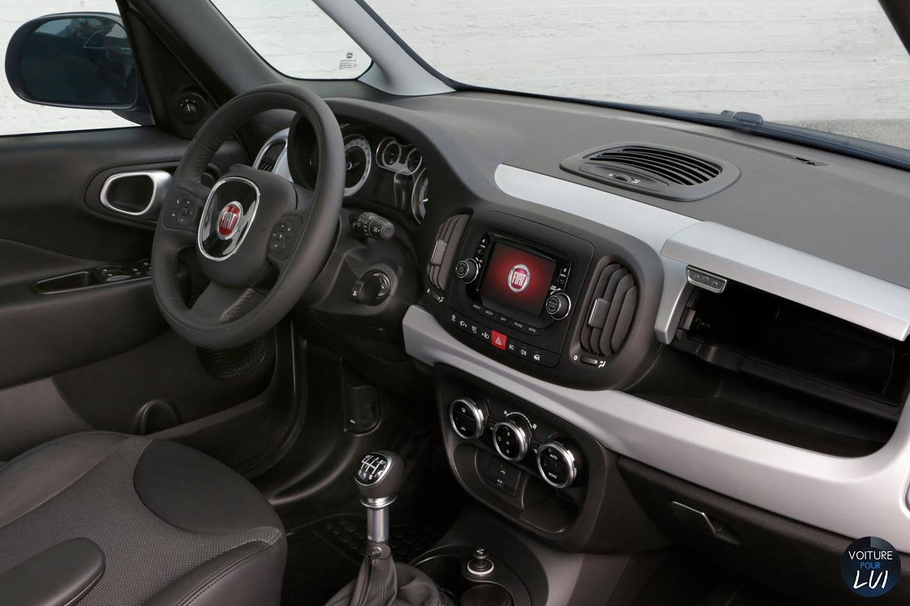 Fiat  500L BEATS EDITION    http://www.voiturepourlui.com/images/Fiat//Interieur/Fiat_500L_Beats_Edition_002.jpg