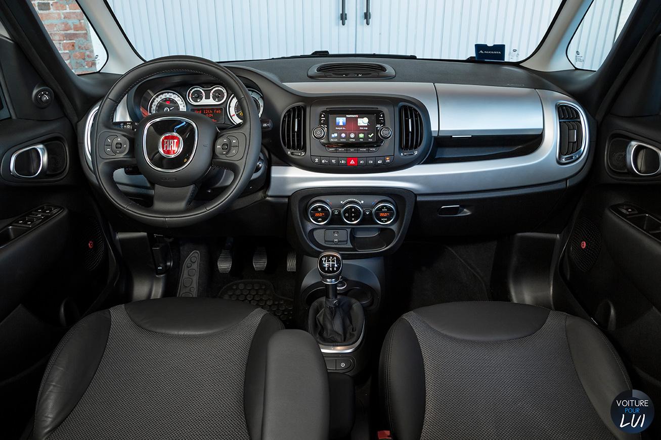 Fiat  500L BEATS EDITION    http://www.voiturepourlui.com/images/Fiat//Interieur/Fiat_500L_Beats_Edition_003.jpg