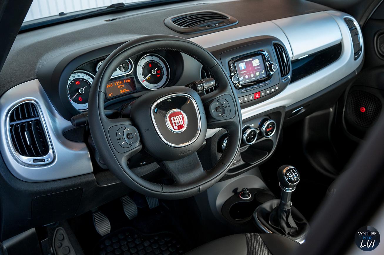 Fiat  500L BEATS EDITION   Route  http://www.voiturepourlui.com/images/Fiat//Interieur/Fiat_500L_Beats_Edition_004_interieur.jpg