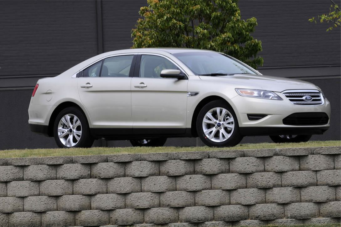 Ford  TAURUS 2010    http://www.voiturepourlui.com/images/Ford//Exterieur/Ford_Taurus_2010_018.jpg