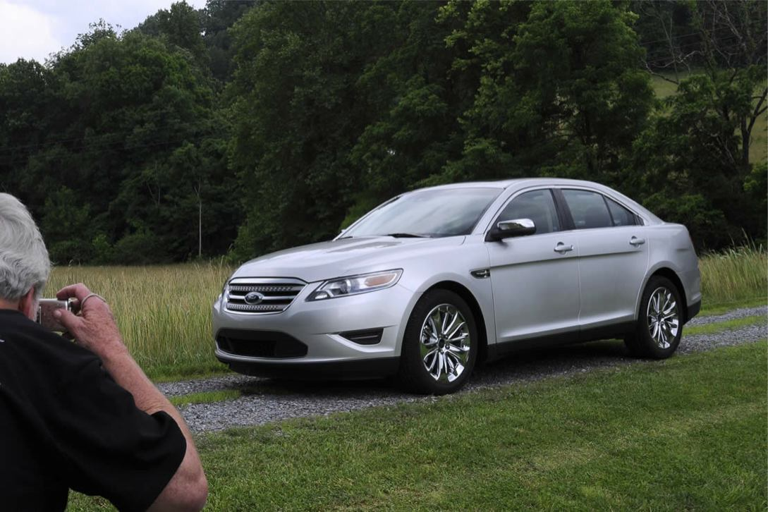 Ford  TAURUS 2010    http://www.voiturepourlui.com/images/Ford//Exterieur/Ford_Taurus_2010_021.jpg