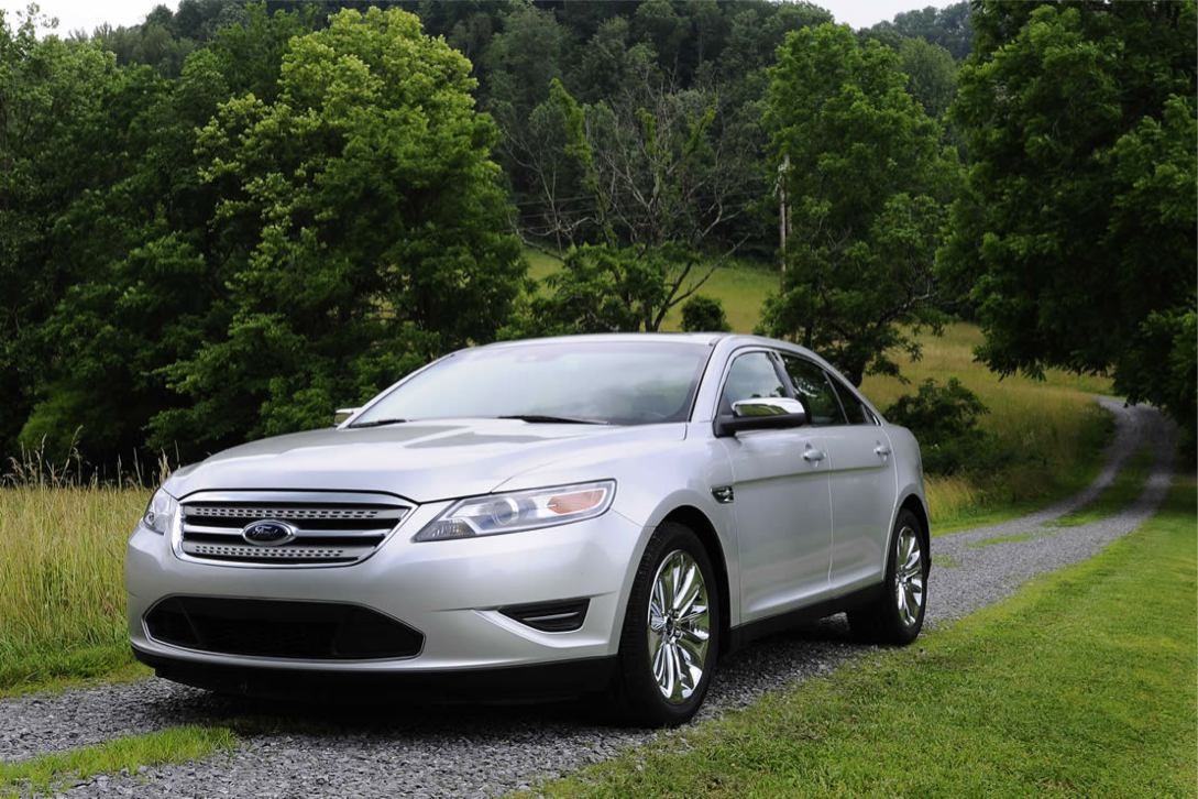 Ford  TAURUS 2010    http://www.voiturepourlui.com/images/Ford//Exterieur/Ford_Taurus_2010_022.jpg