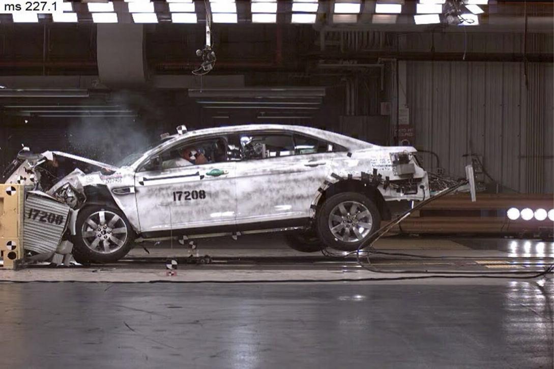 Ford  TAURUS 2010    http://www.voiturepourlui.com/images/Ford//Exterieur/Ford_Taurus_2010_030.jpg