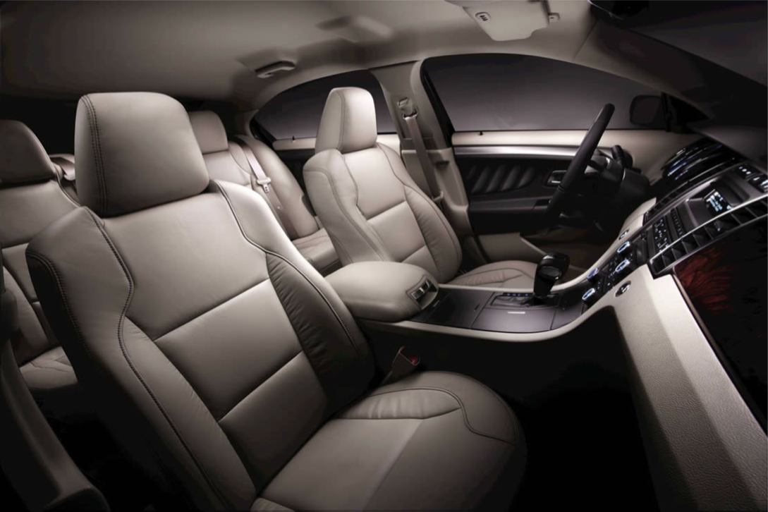 Ford  TAURUS 2010    http://www.voiturepourlui.com/images/Ford//Interieur/Ford_Taurus_2010_502.jpg