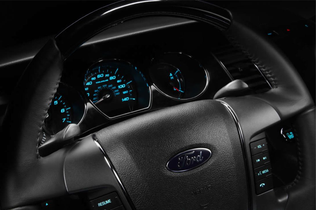 Ford  TAURUS 2010    http://www.voiturepourlui.com/images/Ford//Interieur/Ford_Taurus_2010_512.jpg