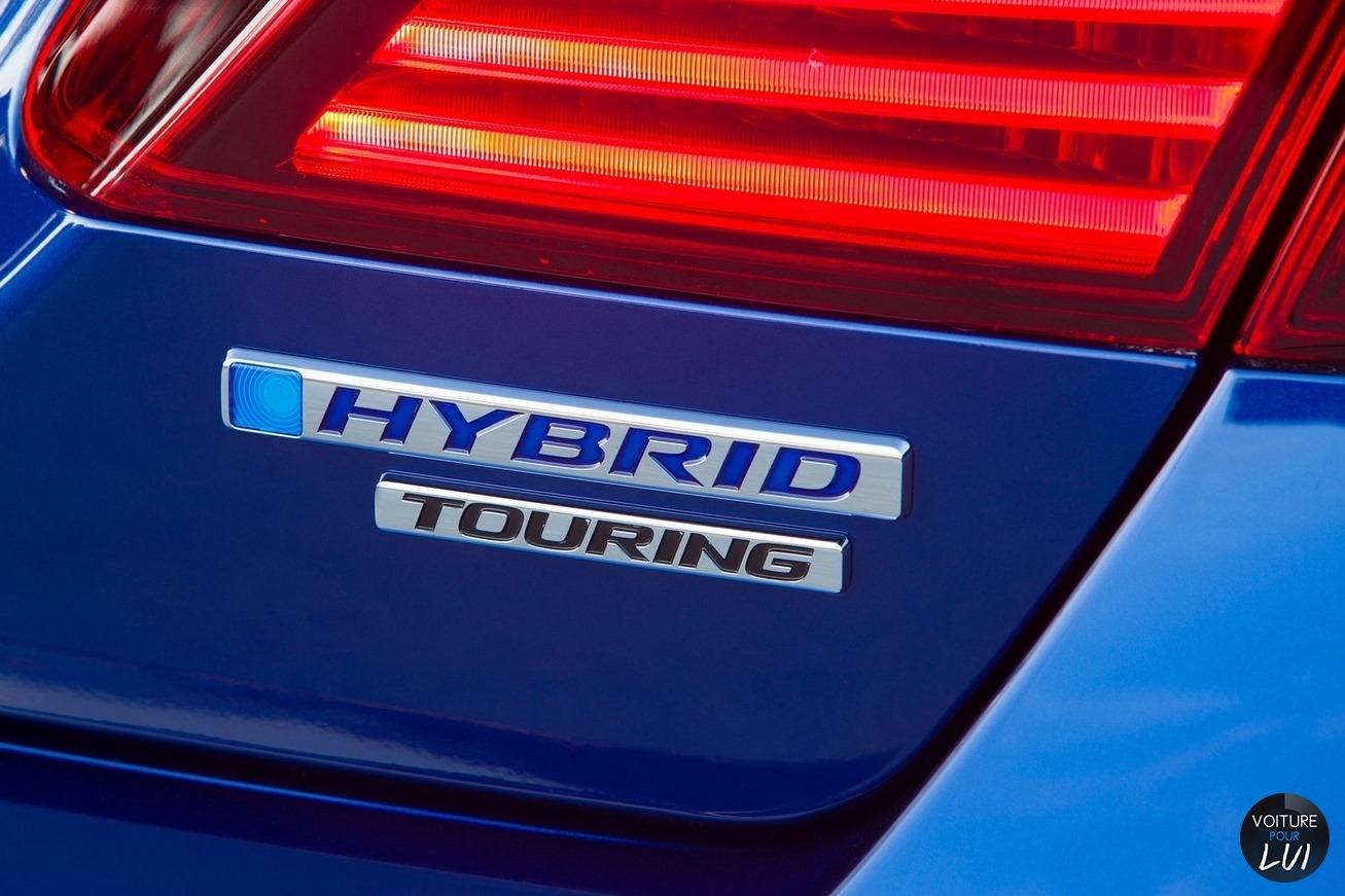 Honda  ACCORD HYBRID 2017   Bleu Touring Arriere Feux Phares Logo Sigle  http://www.voiturepourlui.com/images/Honda//Exterieur/Honda_Accord_Hybrid_2017_033_bleu_touring_arriere_feux_phares_logo_sigle.jpg