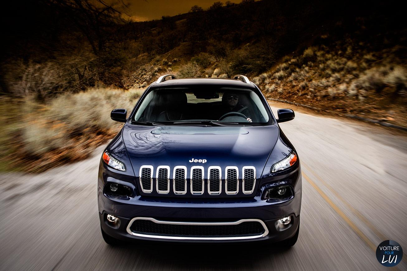 Jeep  CHEROKEE 2014    http://www.voiturepourlui.com/images/Jeep//Exterieur/Jeep_Cherokee_2014_003.jpg