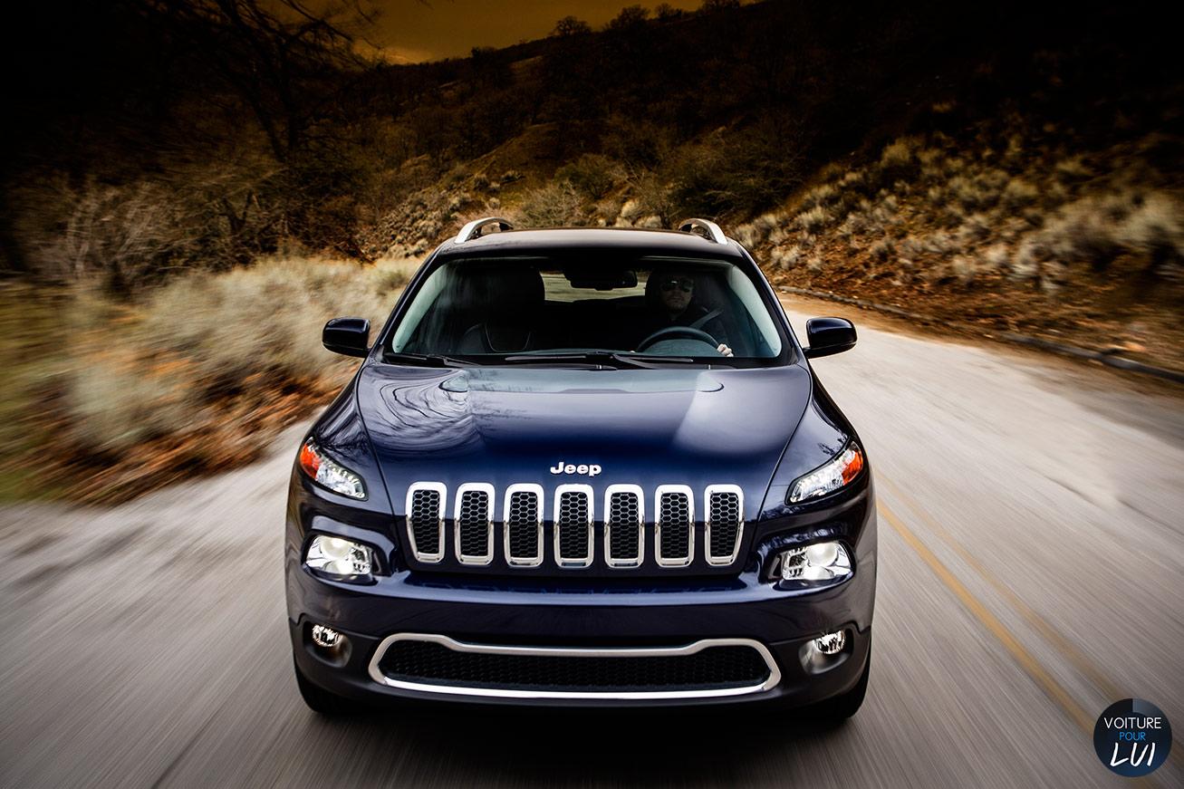 Jeep  CHEROKEE 2014    http://www.voiturepourlui.com/images/Jeep//Exterieur/Jeep_Cherokee_2014_004.jpg