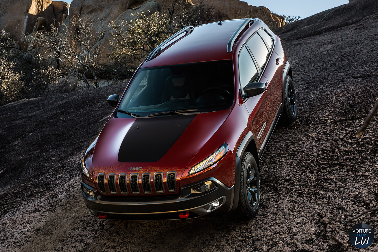Jeep  CHEROKEE 2014   Rouge  http://www.voiturepourlui.com/images/Jeep//Exterieur/Jeep_Cherokee_2014_020_rouge.jpg