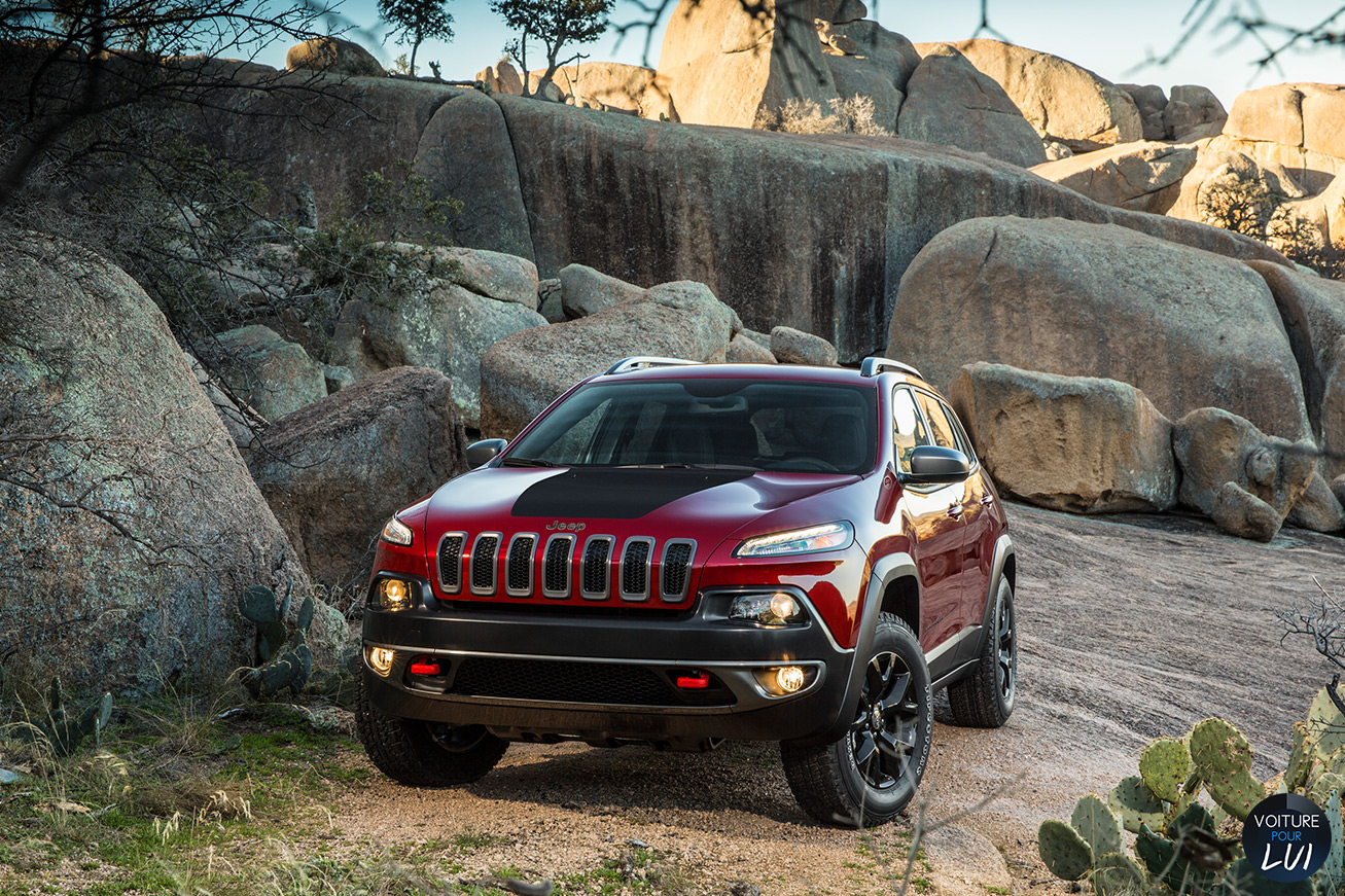 Jeep  CHEROKEE 2014   Rouge  http://www.voiturepourlui.com/images/Jeep//Exterieur/Jeep_Cherokee_2014_024_rouge.jpg