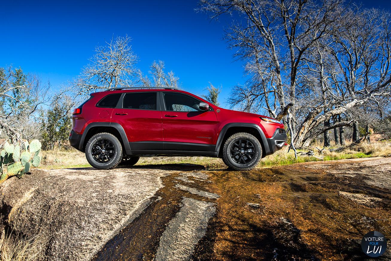 Jeep  CHEROKEE 2014   Profil  http://www.voiturepourlui.com/images/Jeep//Exterieur/Jeep_Cherokee_2014_027_profil.jpg