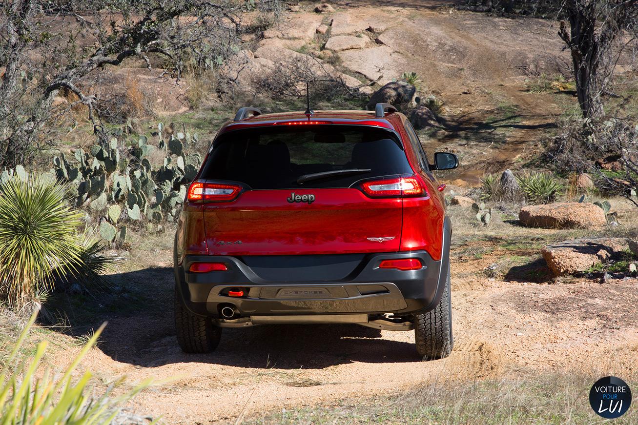 Jeep  CHEROKEE 2014    http://www.voiturepourlui.com/images/Jeep//Exterieur/Jeep_Cherokee_2014_030.jpg