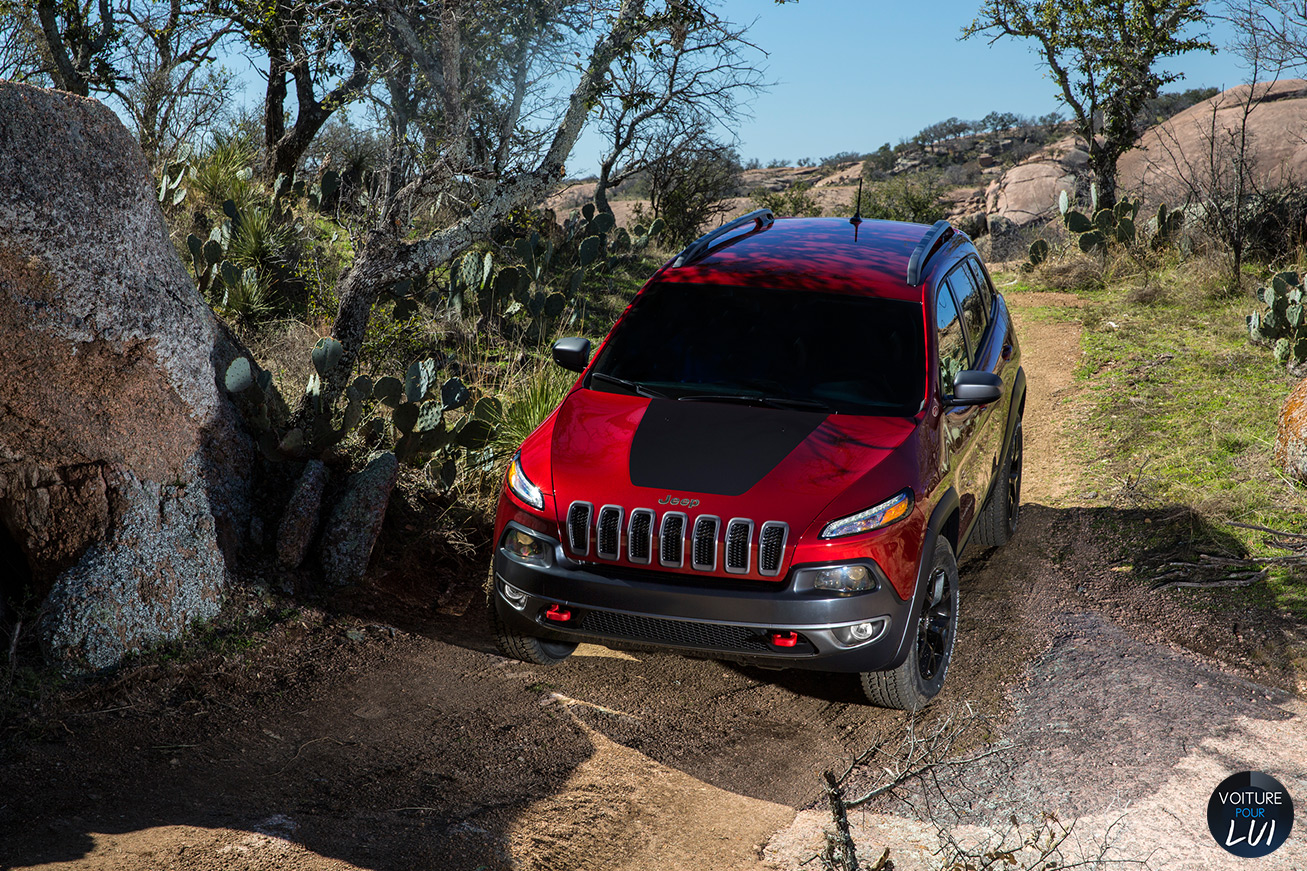 Jeep  CHEROKEE 2014   Rouge  http://www.voiturepourlui.com/images/Jeep//Exterieur/Jeep_Cherokee_2014_033_rouge.jpg