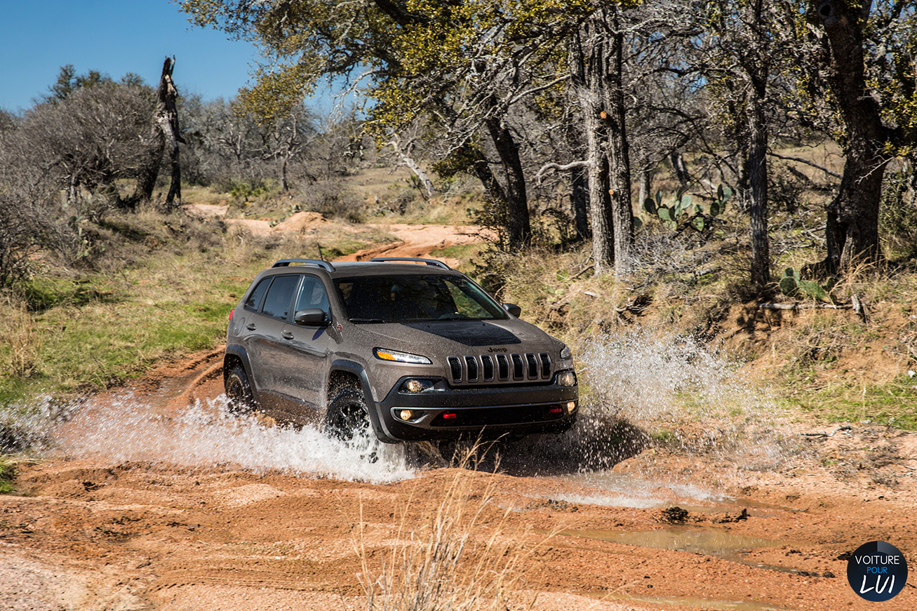 Jeep  CHEROKEE 2014   Taupe  http://www.voiturepourlui.com/images/Jeep//Exterieur/Jeep_Cherokee_2014_035_taupe.jpg