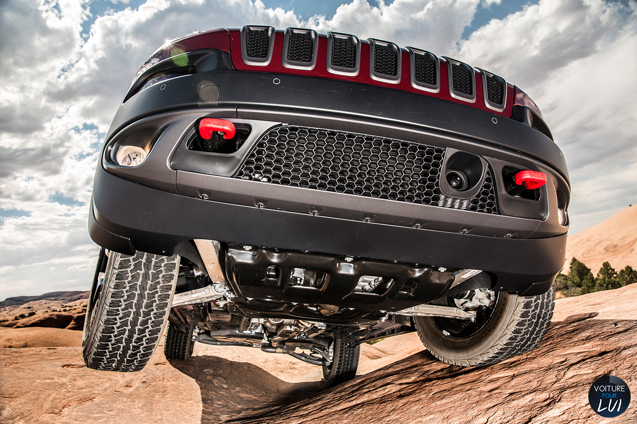 Jeep  CHEROKEE 2014   Chassis  http://www.voiturepourlui.com/images/Jeep//Exterieur/Jeep_Cherokee_2014_040_chassis.jpg