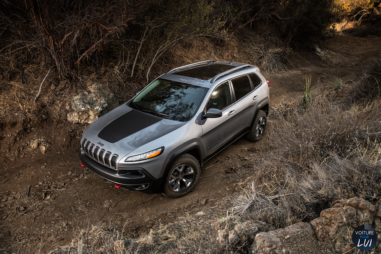 Jeep  CHEROKEE 2014   Gris  http://www.voiturepourlui.com/images/Jeep//Exterieur/Jeep_Cherokee_2014_061_gris.jpg
