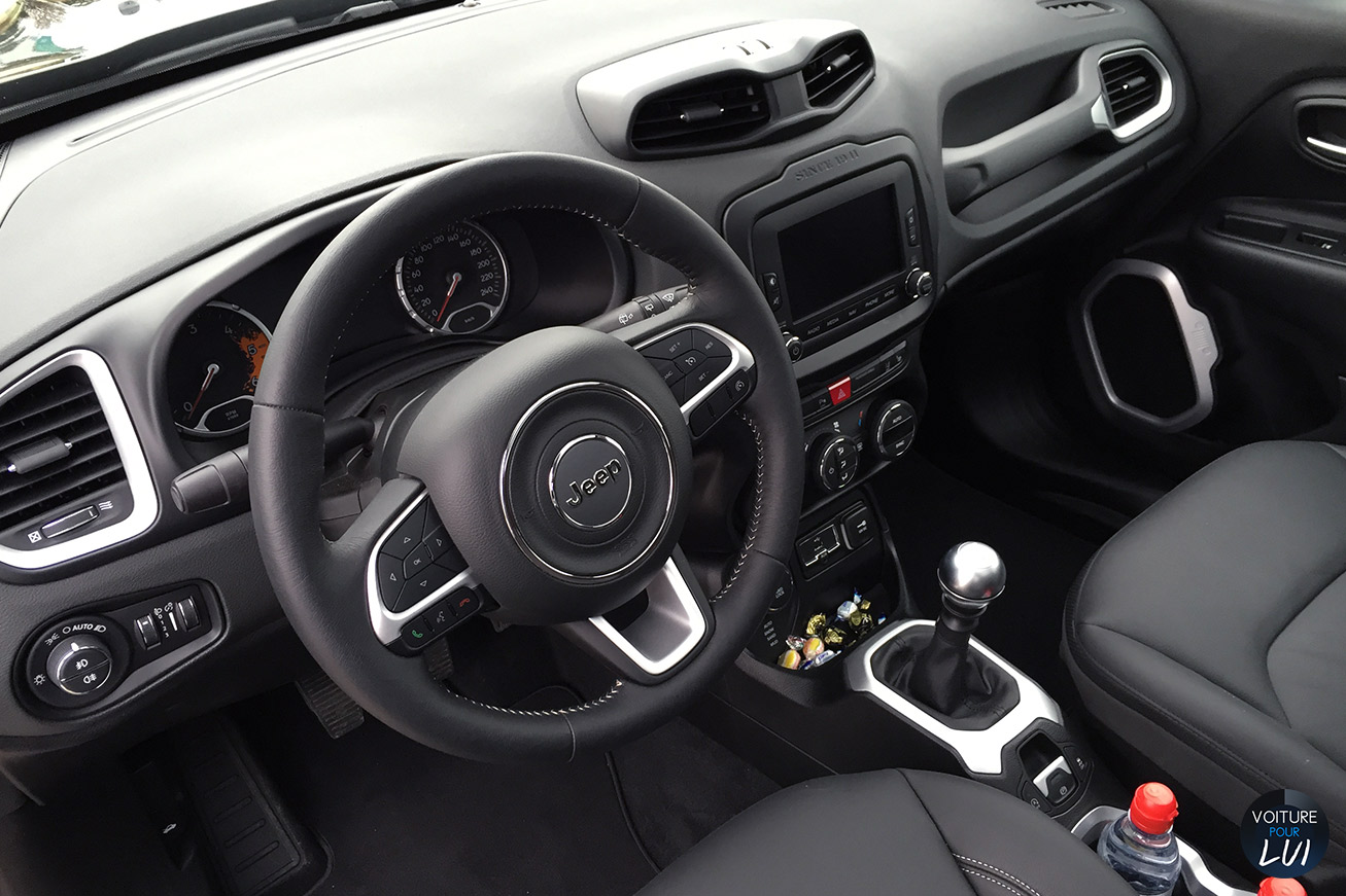 Jeep renegade limited 2015 noir for Interieur jeep