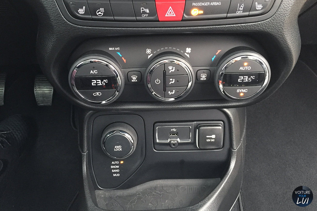 Jeep renegade limited 2015 jante for Interieur jeep