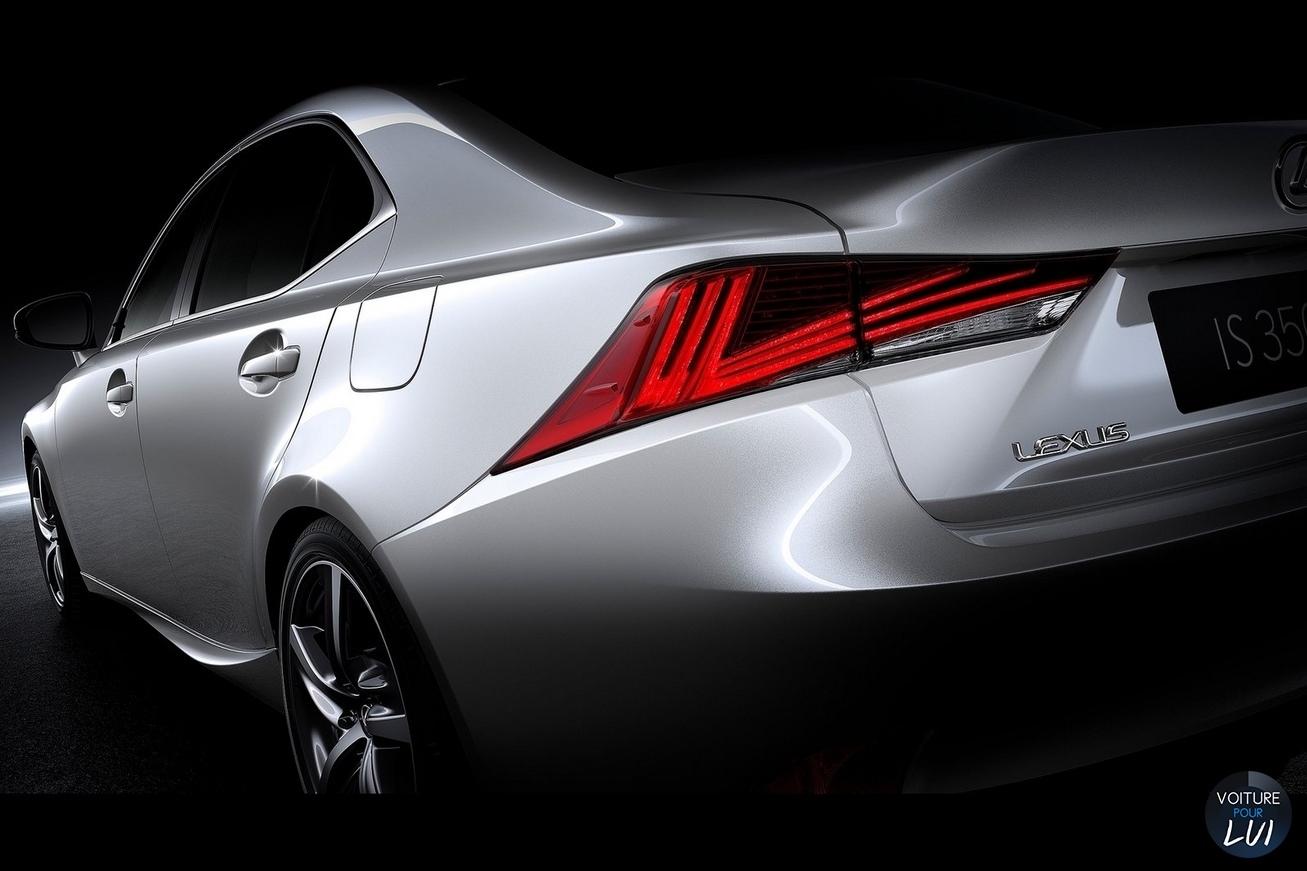 Lexus  IS 2017   Gris Clair Arriere Feux Phares  http://www.voiturepourlui.com/images/Lexus//Exterieur/Lexus_IS_2017_004_gris_clair_arriere_feux_phares.jpg
