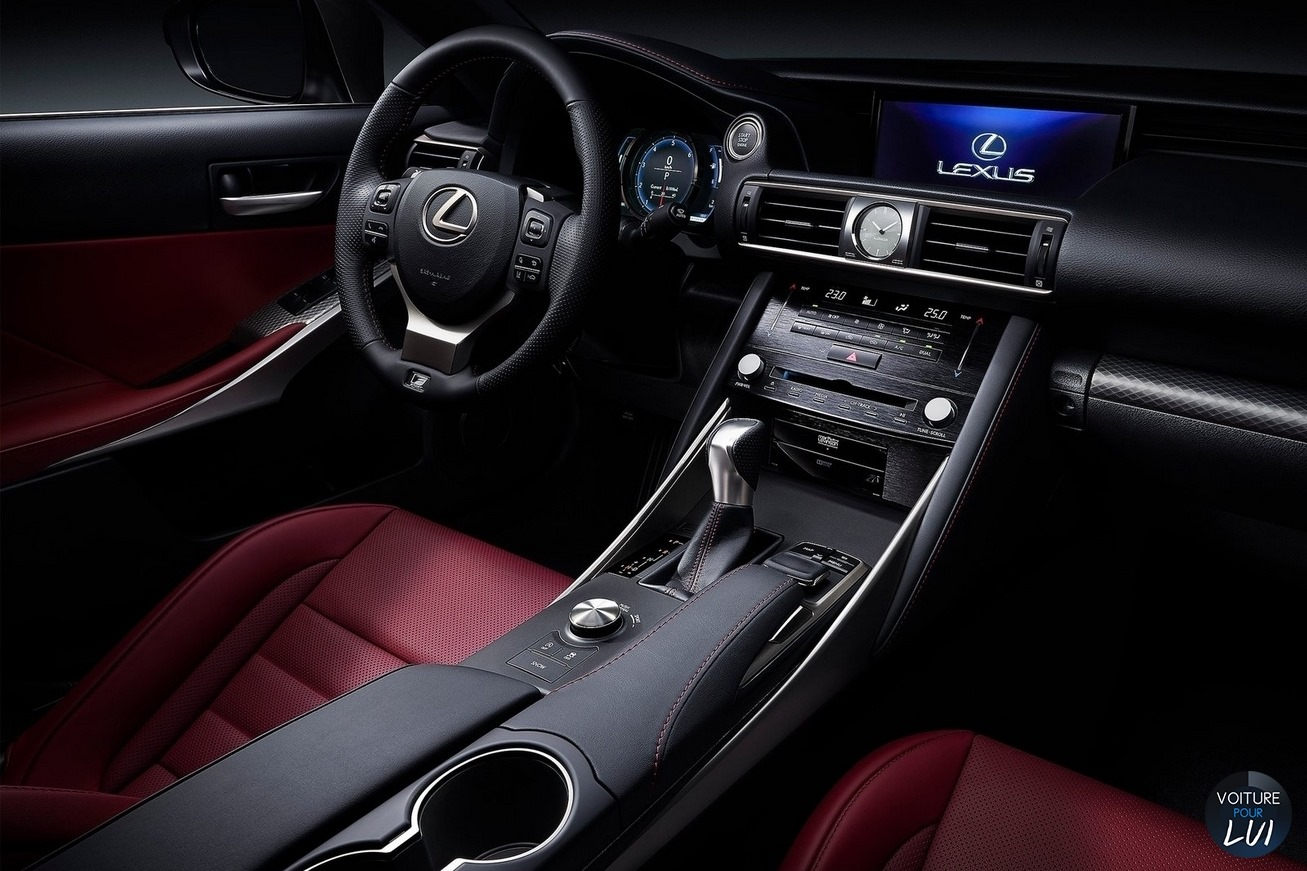 Lexus  IS 2017    http://www.voiturepourlui.com/images/Lexus//Interieur/Lexus_IS_2017_002.jpg