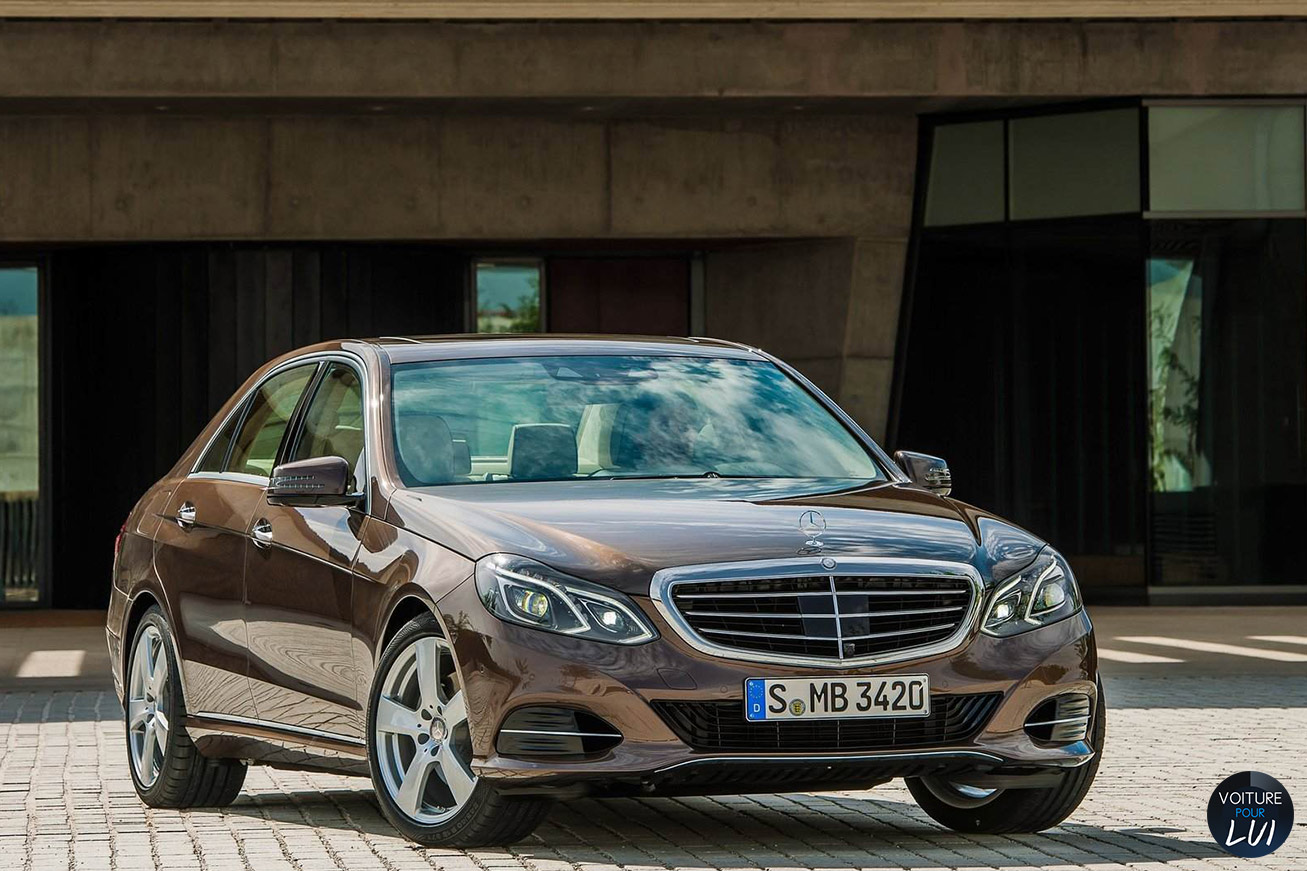 Mercedes  CLASSE E 2014   Brown  http://www.voiturepourlui.com/images/Mercedes//Exterieur/Mercedes_Classe_E_2014_021_brown.jpg