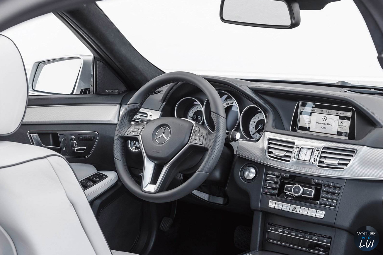 Mercedes  CLASSE E 2014    http://www.voiturepourlui.com/images/Mercedes//Interieur/Mercedes_Classe_E_2014_003.jpg